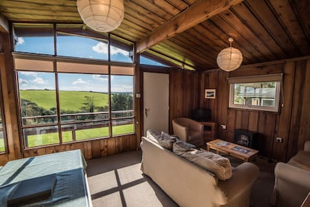 Timber Hill Self Catering Lodge - キャビン