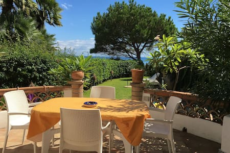 Waterfront House with Garden  - Giardini-naxos - House