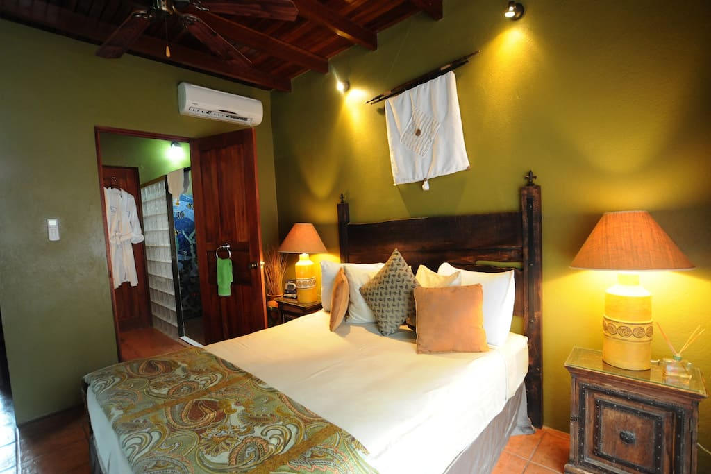 Colibri is located in the main house on the 2nd level. It has a colorful mosaic shower, warm colors and a Queen bed.