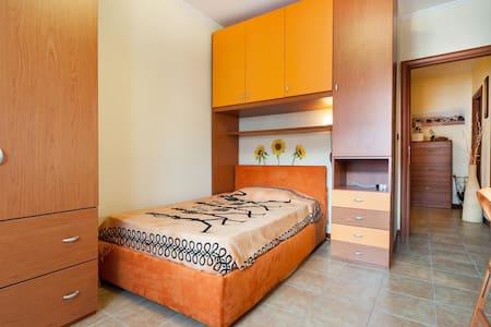 Nice single room in Villa Gordiani - Roma - Apartment