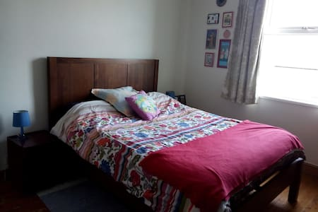 Lovely room near University - House