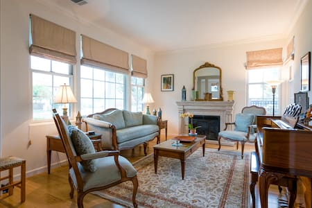Corner upscale home. Quiet magnolia lined street on beautiful marina-lined island 15 min by auto/BART from downtown San Francisco. Adjacent to former Alameda NAS and Hornet ship museum. Across estuary from Jack London Square, historic Old Oakland.