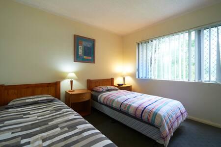 BELLEVUE holidayworkstay.  Sleeps 6 - North Parramatta - Apartment