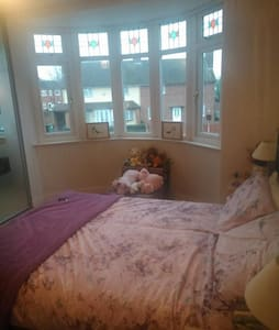 Bright sunny bedroom available - Shelfield, Walsall - Casa