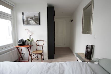 Room with private bathroom & access - Amsterdam - Apartment