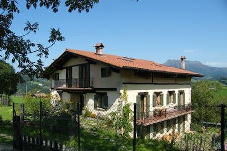 Apartamento entre la montaña y la costa - Bera - Wohnung