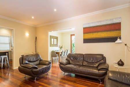 Comfortable Home in Coorparoo - Coorparoo - Haus