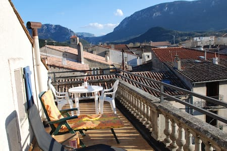 Pyrenees- Great Views-4bed 2bath Apt roof terrace! - Quillan - Apartament