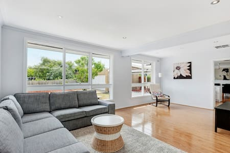 Melbourne South EAST Glen Waverley new renovation - Villa