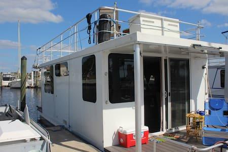 "Unique experience ""Captain's Cruiser"" HOUSEBOAT - Båd"