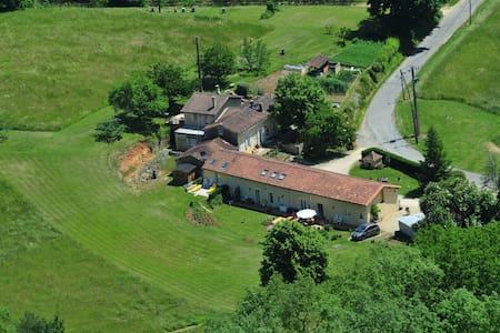 petits studios au coeur de la forêt - Liorac-sur-Louyre - Bed & Breakfast