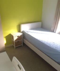 Comfy Bed room! - Ev
