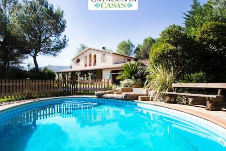Five-bedroom villa in Vacarisses for 10-12 people just outside of Barcelona - Vila