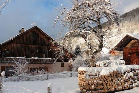 Grand chalet tout confort dans hameau de montagne - Chalupa