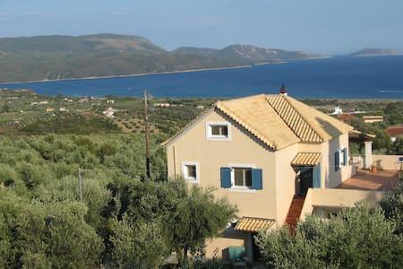 Studio with breathtaking view on the Ionian sea! - Finikounda - Bed & Breakfast