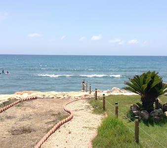 Cosy 2bd beach house - Dom