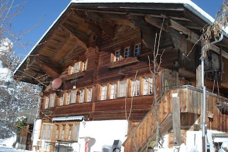 Swiss chalet - Därstetten - Bed & Breakfast