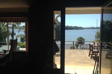 Bay Waterside Retreat - Master Bedroom & En suite - Tauranga