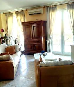 Appartement très agréable dans une maison - Le Soler - Apartment
