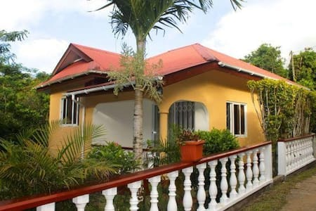 Tropical garden selfcatering house - Huis