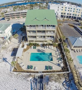 1/1 CONDO ON THE BEACH WITH A POOL! - Fort Walton Beach - Condominium