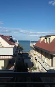 Vista su mare, appartamento con ampio balcone - Martinsicuro