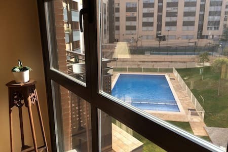 Large flat. 5 min city center. Wifi. Parking - Apartament