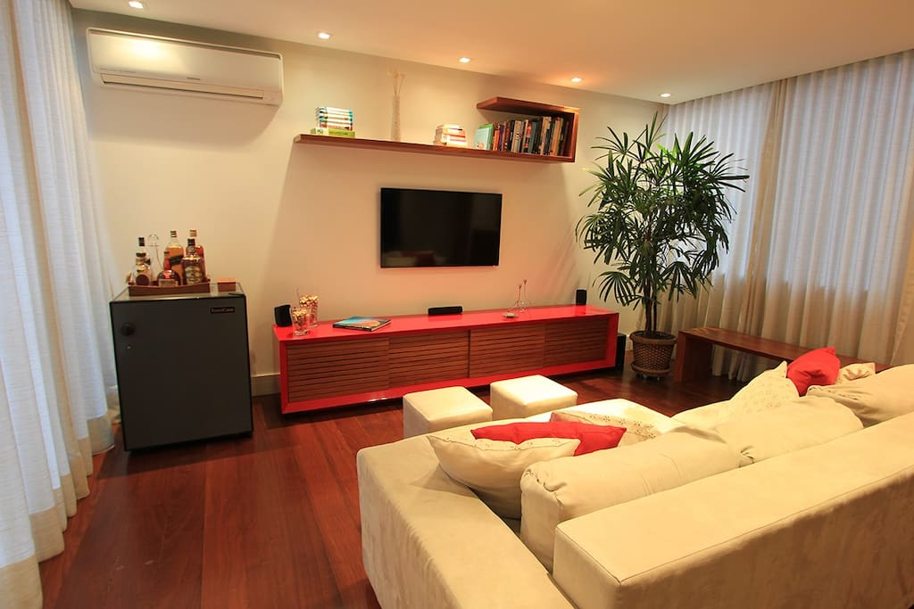 Large 35m² living room with air conditioning system, cross ventilation, home theater, dining table for 8 people, lavatory and a small balcony