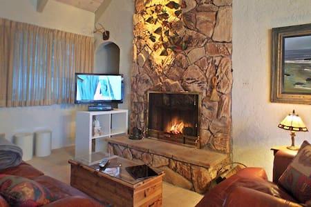 Romantic Cabin, Fireplace, Jacuzzi Tub, Sauna & AC - Lake Arrowhead - House