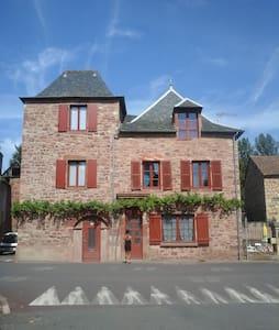 Jolie maison de caractère - Clairvaux-d'Aveyron - House