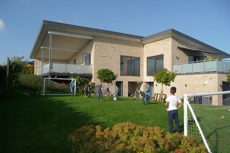 Modern large villa outside Aarhus - Huis