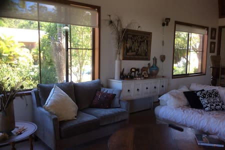 Sunshine Coast getaway Upstairs or Downstairs - Aroona - Bed & Breakfast