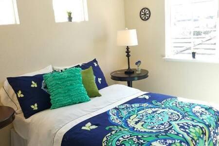Spacious & Cozy Rooms (2 br + 2b)
