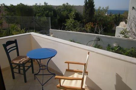 Private apartment near unfrequented cove - Vagia - Apartment