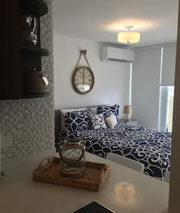 Oceanview Beachfront Studio in Isla Verde Ave! - Byt