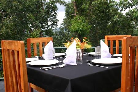 Mountain Breeze Hotel - Kandy - Casa