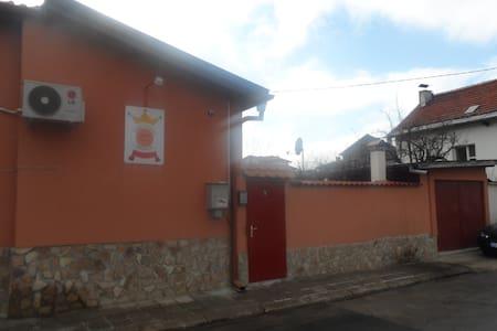 Tainov House - Hus