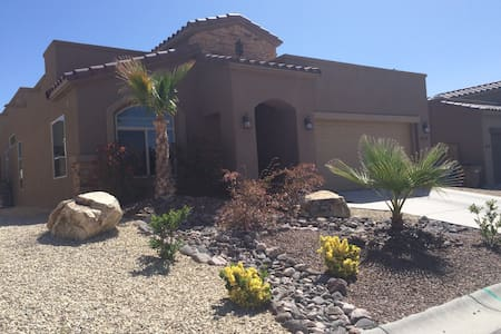 Large private master suite with many amenities. - Casa