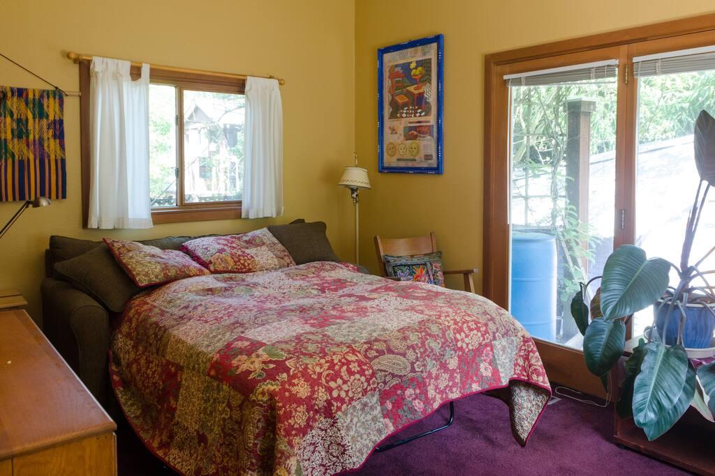 Quiet bedroom near downtown PDX