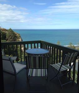 Stunning ocean views! Free wifi