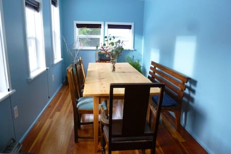 Blue Moon B&B Large Room for 4 - Bed & Breakfast