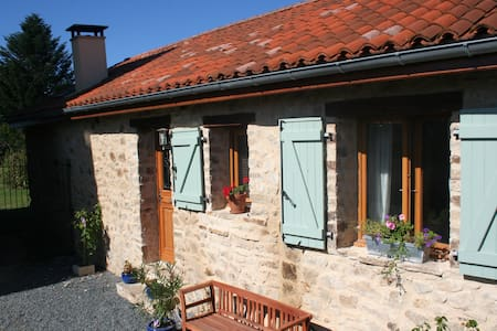 Converted Barn, fine accommodation for all seasons - Bussière-Galant - Rumah