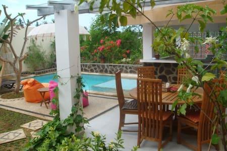 Bungalow with a big terrace - Villa