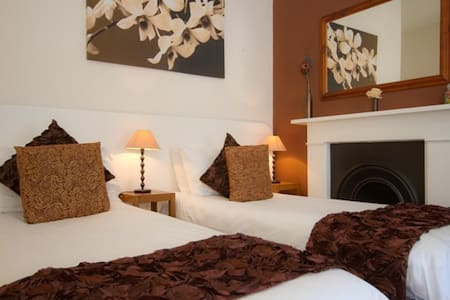 4* B&B - twin suite with kitchen - Eastbourne