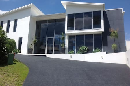 Resort Style Living in Modern Home with Cinema. - Albany Creek