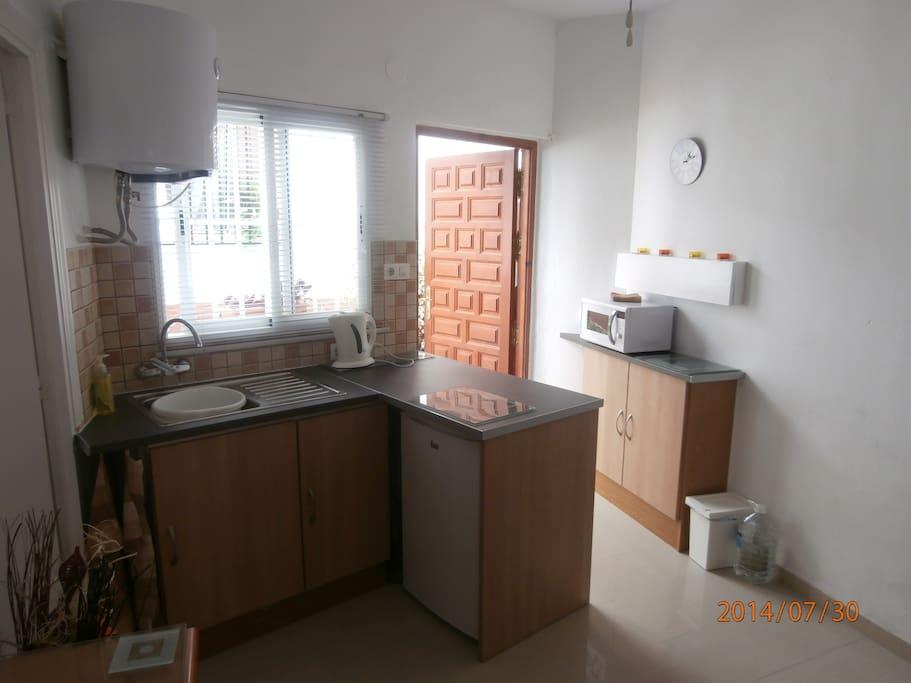 Kitchen/ entrance