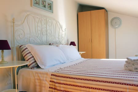 Double Bedroom in Country House - Aamiaismajoitus