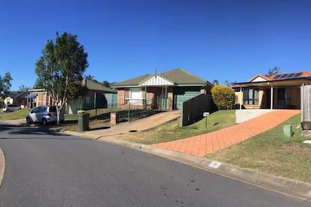 独栋别墅民宿,温馨的house,出行方便,快来和我们一同体验澳洲布里斯班的慢生活。 - Villa