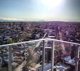 Central Condo With View - Vancouver - Apartment