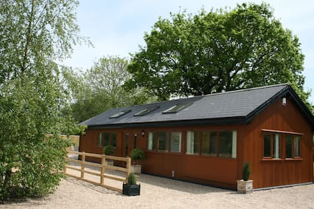 Rural Holiday Lodge close to Longleat - Wiltshire - Hytte (i sveitsisk stil)